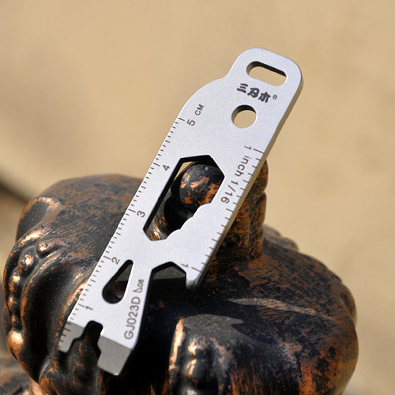 Gj017d Outdoor Portable Keychain Tool Mini Multi Tool Kit